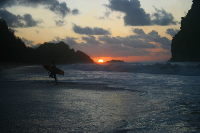 Pôr-do-sol na praia Cacimba do Padre, Fernando de Noronha. Sunset at Cacimba do Padre Beach Foto by Ana Holske Marmo @ana.marmo