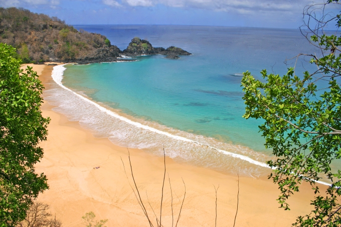 Praia do Sancho, Fernando de Noronha. Considerada a praia mais bonita do Brasil. Sancho Beach, Fernando de Noronha considered the most beautiful beach of Brazil. Foto by Ana Holske Marmo @ana.marmo.