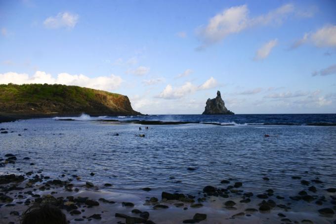 Piscinas naturais na Praia do Atalaia, Fernando de Noronha. Atalaia Beach. Foto by Ana Holske Marmo @ana.marmo