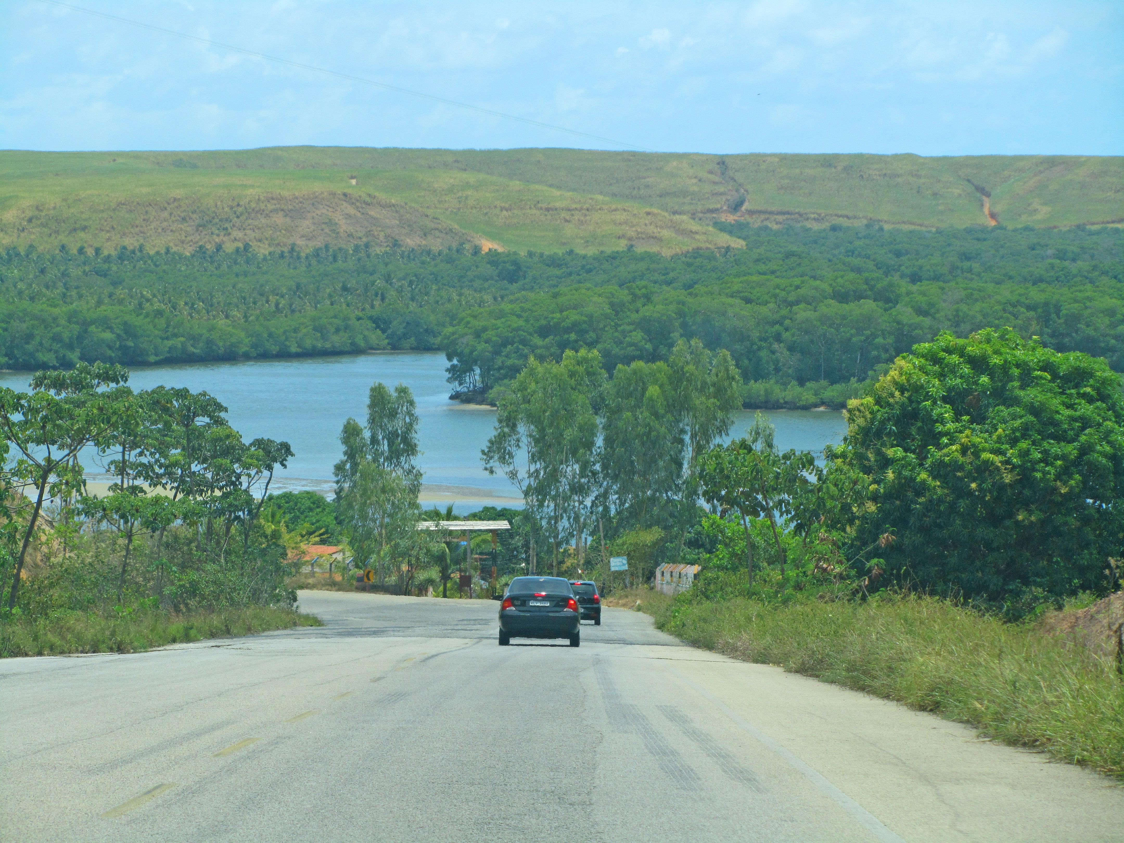 Estrada para a Praia do Gunga